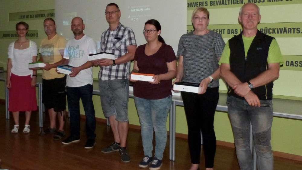 elternversammlung-2016_ipad-uebergabe_6